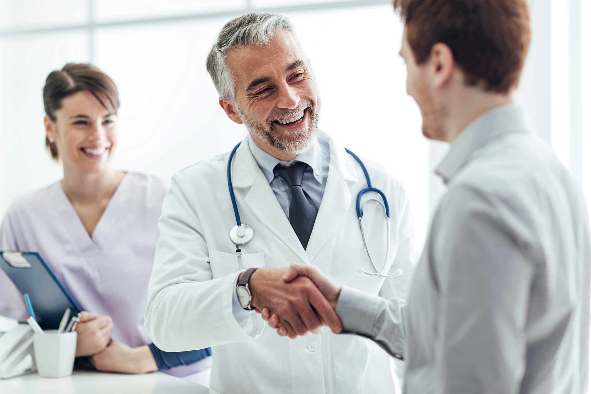 Врачи РФ смогут бесплатно улучшить навыки коммуникации с пациентами